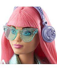 Barbie: Hercegnő kaland - Rózsaszín hajú molett baba kiscicával - 2. Kép