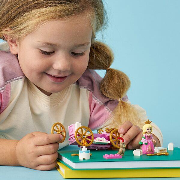 LEGO® Disney Princess: Csipkerózsika királyi hintója 43173 - 13. Kép