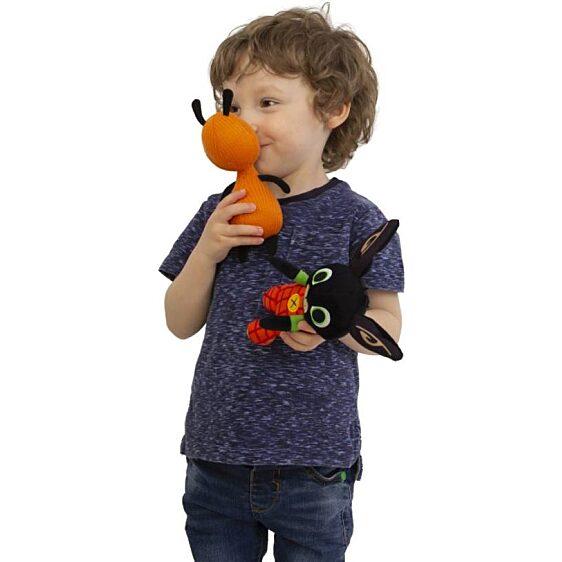 Flop plüss figura – Bing nyuszi egyik legjobb barátja (20 cm-es) játék közben